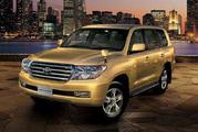 Аренда для мероприятия Toyota Land Cruiser 200 белого/черного цвета.