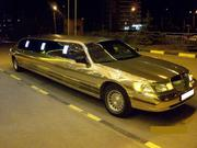 Аренда для мероприятия лимузина Lincoln Town Car  белого цвета.